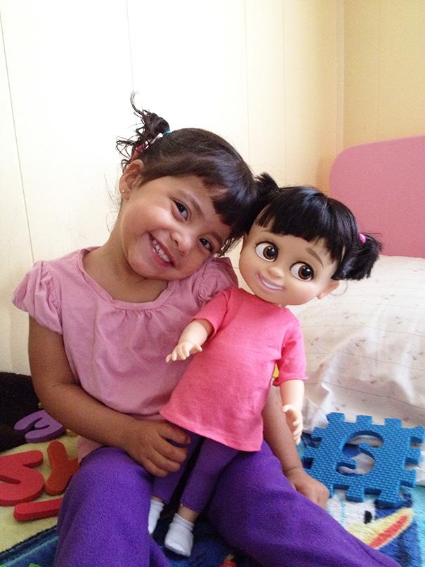 20 фото детей, похожих на своих кукол
